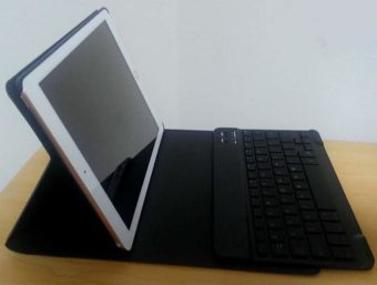 9.7サイズ(iPad)用のキーボード付きケースカバーを使う