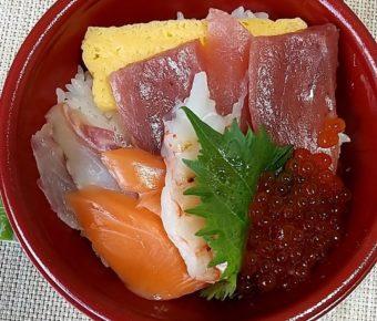 はま寿司のテイクアウトメニュー「ワンコイン丼」と「贅沢ねたの特上丼」をいただく