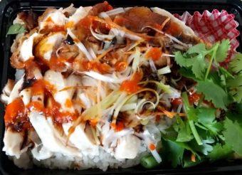 MR.CHICKEN鶏飯店のお弁当「チキンライスMIX(蒸し&揚げ)」をいただく
