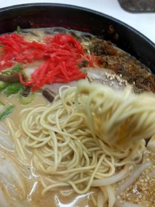 博多天神味噌ラーメン 麺ストレート