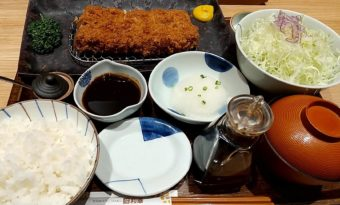 【日記】味も量もピカイチ!?とんかつ和幸で特ひれかつ御飯をいただく