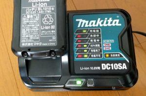 マキタのクリーナーCL107FDSHW 充電完了
