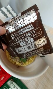 セブンイレブン 鳴龍担々麺 粉末スープ
