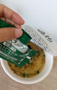 セブンイレブン 鳴龍担々麺 液体スープ